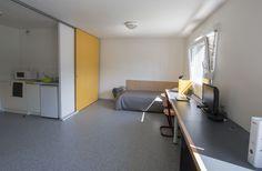 Exemple d'un studio double pour 2 personnes Dorm Room Organization, Maurice, Conference Room, Cabinet, Studio, Storage, Table, Furniture, Home Decor