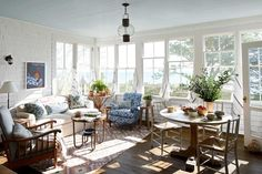 Cozy Cottage Living Room - A Seaside Cottage by Liliane Hart Shingle Style Homes, Minimalist Home Interior, Interior Modern, Cottage Interiors, Simple House, Cheap Home Decor, Home Decor Accessories, House Colors, Decoration