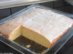Das perfekte Zitronenkuchen vom Blech-Rezept mit Bild und einfacher Schritt-für… The perfect lemon cake from the sheet recipe with picture and simple step-by-step instructions: Butter a fat pan of the oven with butter and … Desserts Français, French Desserts, Pudding Desserts, Lemon Desserts, Dessert Recipes, French Recipes, No Bake Cookies, Cake Cookies, No Bake Cake