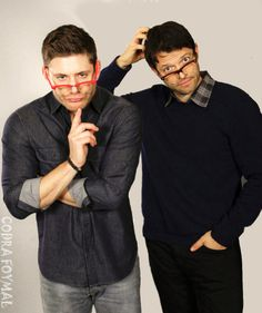 Holy shit. Misha looks like a hot-as-fuck teacher! I need a fanfic about teacherCas and studentDean!! With this photo attached to it!