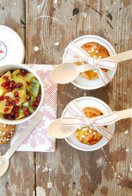 ... wird gemacht mit:  - Ananas,  - Kiwis,  - Orangen,  - Granatapfel-Kernen  Zum Schluss mische ich das Innere einer Passionsfrucht darun...