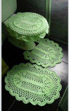 Like the little oval rugs. Granny Square Crochet Pattern, Crochet Stitches Patterns, Stitch Patterns, Crochet Doilies, Crochet Flowers, Crochet Home, Knit Crochet, Bathroom Sets, Crochet Projects