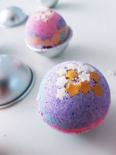Instructions: Create bubbly colorful bath balls for kids - Diy Gifts 2019 Trends Crafts For Teens To Make, Diy Gifts For Kids, Diy Gifts For Friends, Easy Diy Gifts, Simple Gifts, Gifts For Teens, Diy For Teens, Ouvrages D'art, Toys For Girls