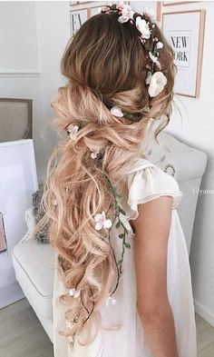 Trendy Wedding Hairstyles For Long Hair Updo With Crown Side Hairstyles, Wedding Hairstyles For Long Hair, Vintage Hairstyles, Trendy Hairstyles, Bridesmaid Hairstyles, Hairstyles 2018, Short Haircuts, Beautiful Hairstyles, Wedding Hair Down