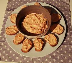 Paprika Schafskäse Dip. Einfach und Lecker, perfekt für Parties oder den gesunden Snack auf der Couch.