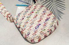 剛剛逛 Pinkoi,看到這個推薦給你:限量一件 天然手織布條紋斜背包 / 背包 / 側背包 / 肩背包 / 旅行包 - 漸層手捻紗麗線 - https://www.pinkoi.com/product/u7AUxnv9