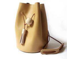 Unique Vintage Style Drawstring Bag di CloudAndRock su Etsy