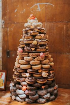 Doughnut wedding cake may sounds really uncommon and impossible for you. However, instead of a traditional wedding cake, there is … Doughnut Wedding Cake, Wedding Donuts, Wedding Desserts, Doughnut Cake, Krispy Kreme Wedding Cake, Nontraditional Wedding, Unique Wedding Cakes, Wedding Cake Designs, Wedding Ideas