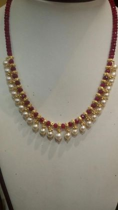 Pearl Necklace Designs, Jewelry Design Earrings, Gold Earrings Designs, Gold Jewellery Design, Bead Jewellery, Gold Jewelry, Beaded Jewelry, Handmade Jewellery, Pearl Necklaces