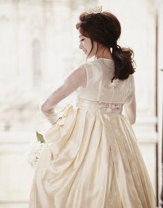 dress Korean Traditional Clothes, Traditional Fashion, Traditional Dresses, Korean Dress, Korean Outfits, Modern Hanbok, Korean Fashion Ulzzang, Cute Korean, Korean Women