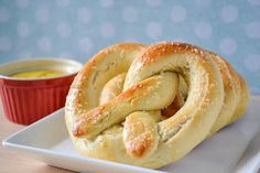 """Insanely Easy Homemade Soft Pretzels, done in 30 minutes, no rising of the dough and no boiling needed."" I know I have about 20 pretzel recipes pinned, but this one seems so easy. Appetizer Recipes, Snack Recipes, Vegetarian Recipes, Pretzel Recipes, Pretzel Dough Recipe Easy, Yummy Recipes, Dinner Recipes, Yummy Snacks, Yummy Food"