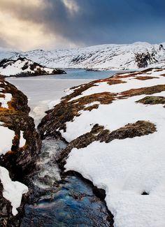 De cold autumn freeze de lakes on de top of de mountain pass near Vik n de Sogn Fjord in Norway