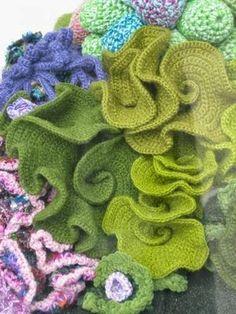 Lattuga di mare (verde)   Anche questo è stato creato con la tecnica iperbolica, lavorando in andata e ritorno.   Per riprodurre questo ti...