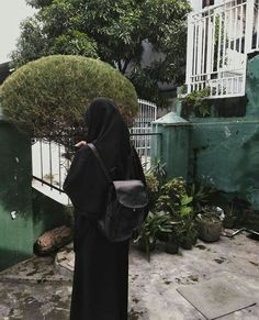 42 Ideas Fashion Show Photography Beauty Hijab Niqab, Muslim Hijab, Ootd Hijab, Girl Hijab, Hijab Chic, Hijab Outfit, Beautiful Muslim Women, Beautiful Hijab, Black Photography