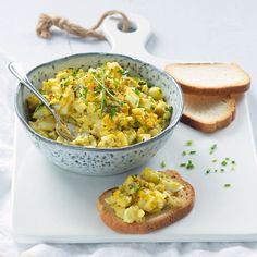 Elegant Gentle egg salad with Greek yoghurt Healthy Diners, Mozzarella, Brunch, Easter Dinner Recipes, Antipasto Platter, Bbq, Tapenade, Appetizer Dips, Lunches