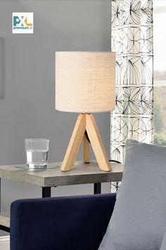 Táto elegantná a moderná [lux.pro] Stolová lampa KOBLENZ HT200010 má nie len krásny prírodný dizajn, ale ponúka aj osvetlenie na pracovnom stole, písacom stole, konferenčnom stolíku, toaletnom stolíku, komode alebo nočnom stolíku. Krásne v sebe spája prírodné materiály, jedinečná rovnováha medzi rustikálnym a moderným štýlom. #premiumXL #osvetlenie #lampa #bývanie Tripod Lamp, Table Lamp, Lighting, Design, Home Decor, Cluster Pendant Light, Table Lamps, Decoration Home, Room Decor