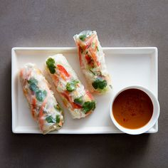 Enjoy a tasty and delicious meal with your loved ones. Learn how to make Chicken Summer Rolls with Peanut Dipping Sauce & see the Smartpoints value of this great recipe.