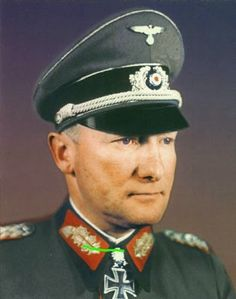 ✠ Hans Källner (9 October 1898 – 18 April 1945) Killed in action while visiting the front lines near Olomouc. RK 03.05.1942 Oberst Kdr Schtz.Rgt 73 19. Panzer – Division [392. EL] 12.02.1944 Generalmajor Kdr 19. Pz.Div [106. Sw] 23.10.1944 Generalleutnant Kdr 19. Pz.Div