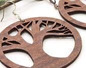 Orecchini Tree of Life - Laser taglio legno Hoops - prelievo sostenibile del Wisconsin noce canaletto. Legname legno verde