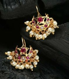 Gold and Stone Chaand baali Indian Jewelry Earrings, India Jewelry, Kids Jewelry, Wedding Jewelry, Amrapali Jewellery, Maharashtrian Jewellery, Jewelry Making, Pearl Stud Earrings, Sterling Silver Earrings Studs