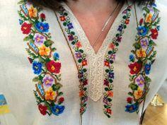 Palestinian Embroidery, Hungarian Embroidery, Folk Embroidery, Ribbon Embroidery, Floral Embroidery, Embroidery Stitches, Embroidery Designs, Beaded Cross Stitch, Cross Stitch Borders