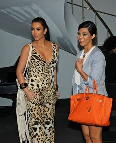 Kim Kardashian Photos: Kim and Kourtney Kardashian Shops at Vera Wang