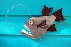 pez hecho con tarima de madera y otros materiales reciclados -  Recycle Green Verde