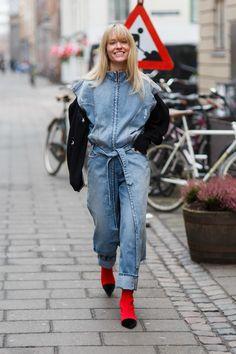 The best in Copenhagen Fashion Week street style for the autumn/winter 2017 season. Arty Fashion, Denim Fashion, Street Fashion, Camo Denim Jacket, Denim Jackets, Jeans Overall, Scandinavian Fashion, Copenhagen Fashion Week, Trendy Swimwear