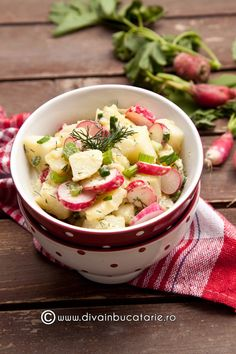 Potato salad with radishes (in Romanian) Scottish Recipes, Turkish Recipes, Ethnic Recipes, Romanian Food, Romanian Recipes, Good Food, Yummy Food, Football Food, Side Recipes