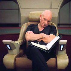Star Trek TNG - Sir Patrick Stewart (Jean‑Luc Picard) napping on set Patrick Stewart, Charles Xavier, West Yorkshire, X Men, Science Fiction, Star Wars, Starship Enterprise, Star Trek Universe, Nerd Love