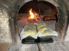 Cozonac pufos, rapid, fara multa framantare Romanian Food, Romanian Recipes, Food And Drink, Cooking, Outdoor Decor, Sweet Dreams, Childhood, Kitchen, Cooking Recipes