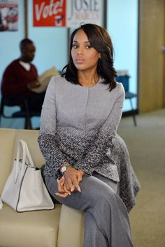 Such a classy lady. classy olivia pope Exclusive: The Weekly Scandal Style Report Olivia Pope Wardrobe, Olivia Pope Outfits, Olivia Pope Style, Scandal Fashion, Fashion Tv, Work Fashion, Fashion Boots, Elegant Woman, Look Star