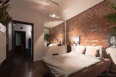 Aranżacja wysokiej sypialni w industrialnym klimacie