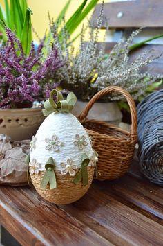 pisanki ręcznie robione Egg Crafts, Easter Crafts, Diy And Crafts, Hoppy Easter, Easter Eggs, Egg Shell Art, Easter Egg Designs, Diy Ostern, Easter Parade