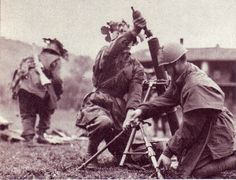 "Italian soldiers of the 29 Waffen Division SS ""Italia"" during a fight with mortar. Italian Empire, Italian Army, National History, Ww2 Photos, Red Army, World War Two, Wwii, Pictures, Division"