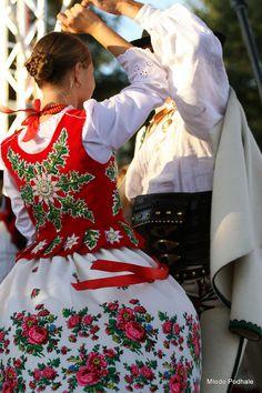 Clothing from Podhale, southern Poland. Art Costume, Folk Costume, Costumes, Babushka Lady, Ethnic Outfits, Ethnic Clothes, Poland Culture, Polish Embroidery, Polish Tattoos