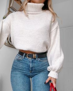 """9,788 Likes, 76 Comments - Lydia Rose (@fashioninflux) on Instagram: """"Appreciation post for jeans that account for curves wearing the @topshop Orson fit - you can…"""""""