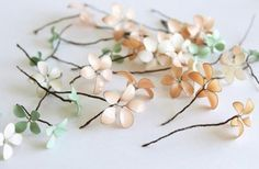 Fantasia: Λουλούδια με σύρμα και βερνίκι νυχιών!
