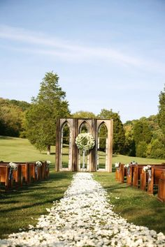 Gorgeous ceremony setting. Photography by Photographix / thephotographix.com, Floral & Event Design by Cedarwood Weddings / cedarwoodweddings.com