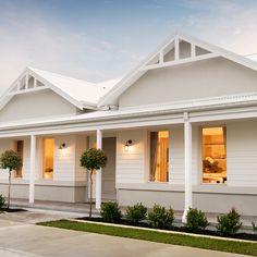 Consider this significant illustration in order to look at the here and now knowledge on Remodeling an Old House House Paint Exterior, Dream House Exterior, Exterior House Colors, Exterior Design, Ranch Exterior, Facade Design, Hamptons Style Homes, Hamptons House, House Cladding