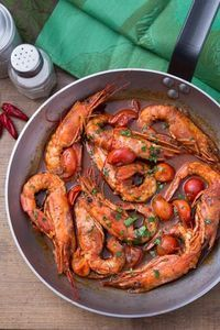 Gamberoni al guazzetto Prawns with stew: a juicy sauce accompanies this second dish that smells of the sea. [Prawns with tomato sauce] Fish Recipes, Seafood Recipes, Cooking Recipes, Healthy Recipes, Italian Dishes, Italian Recipes, Gods Kitchen, Cannelloni Ricotta, My Favorite Food
