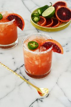 These Last-Minute Party Essentials (And Spicy Cocktail Recipes) Are Fiesta-Approved Blood Orange Jalapeno Mock-Margarita von Oleander und Palm Blood Orange Cocktail, Blood Orange Margarita, Jalapeno Margarita, Margarita Recipes, Cocktail Recipes, Margarita Mocktail Recipe, Drink Recipes, Tequila Recipe, Gourmet