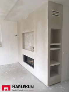 Living Room Decor Fireplace, Fireplace Tv Wall, Basement Fireplace, Modern Fireplace, Fireplace Design, Home Living Room, Front Room Decor, In Wall Speakers, New Homes