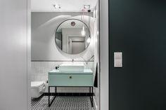 Nice light aqua-blue materials to contrast with black-and-white bathroom Condo Interior Design, Small Apartment Interior, Scandinavian Apartment, Apartment Design, Scandinavian Style, Apartment Ideas, White Bathroom, Modern Bathroom, Small Bathroom