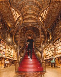 When in Portugal, visiting the Livraria Lello bookstore is a must! Just be aware that you'll probably not want to leave. Visit Portugal, Spain And Portugal, Portugal Travel, Livraria Lello Porto, Eurotrip, Places To Travel, Places To Visit, Douro, Travel Abroad