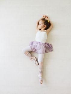 Little Girl Dancing Pictures Baby Ballerina 60 Ideas Baby Ballet, Little Ballerina, Toddler Ballet Outfit, Angelina Ballerina, Ballerina Party, Ballet Pictures, Dance Pictures, Little Girl Dancing, Little Girls