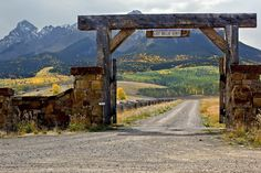 Awesome ranch entrance. There's just something cool about these.
