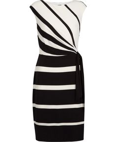 Nice black and white dress from Lauren. A very Classic dress, would be nice with either black or more colurful accessories like pink or turquoise ....