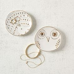 Good for more than just jewelry, these Ceramic Animal Ring Dishes can also store keys, coins and other small items. Featuring golden owl or hedgehog designs, they are the perfect size for a dresser or console.