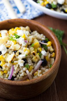 Grilled Corn and Barley Salad. Grilled Corn and Barley Salad with Goat Cheese and Blueberries. Summer Salads With Fruit, Summer Salad Recipes, Barley Salad, Soup And Salad, Big Salad, Blueberry Goat Cheese, Fresh Corn Recipes, Grain Salad, Cooking Recipes